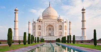 The Changing Colours of Taj Mahal